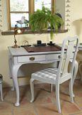 Skrivbord och stol i rokoko
