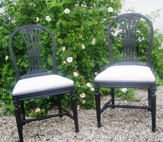 Gustavianska stolar i svart