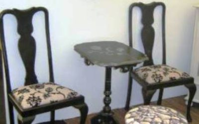 Svarta stolar i barock