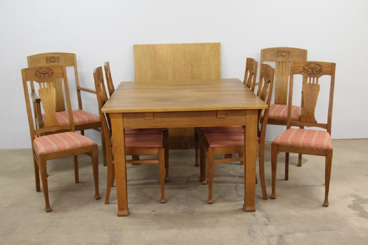 Matgrupp i Jugend med tillhörande 8 stolar