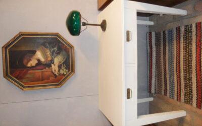 Skrivbord med  2 lådor